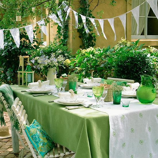 تناول الطعام أو الشاى مع الأصدقاء فى الهواء الطلق من الأمور الجميلة -اليوم السابع -6 -2015