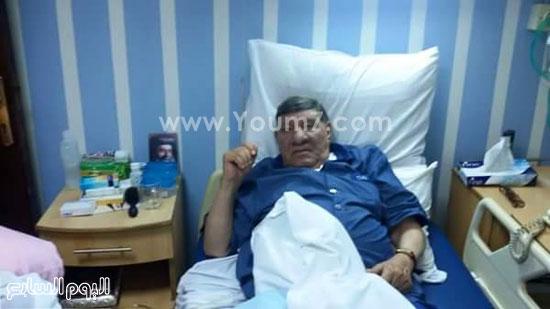 الإعلامى مفيد فوزى على سريره بالمستشفى -اليوم السابع -6 -2015