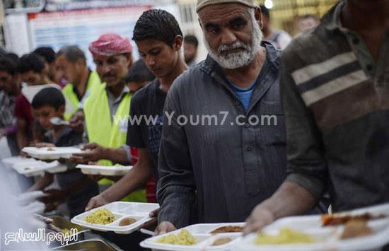لاجئون سوريون فى تركيا فى طوابير للحصول على وجبة الإفطار -اليوم السابع -6 -2015