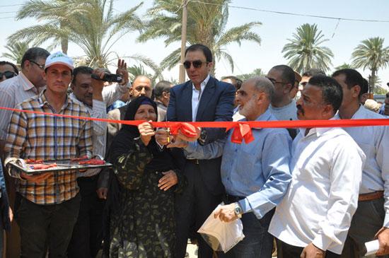 محافظ بنى سويف يفتتح مشروع إعادة إعمار قرية الصعايدة بسمسطا  -اليوم السابع -6 -2015