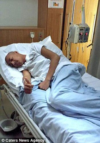 عمر الشيخ يتلقى العلاج بمستشفى الملكة اليزابيث  -اليوم السابع -6 -2015