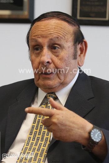 رئيس جامعة النيل الأهلية يؤكد نعمل على حل شفرة الجاموس والنخيل المصرى لزيادة الإنتاج -اليوم السابع -6 -2015