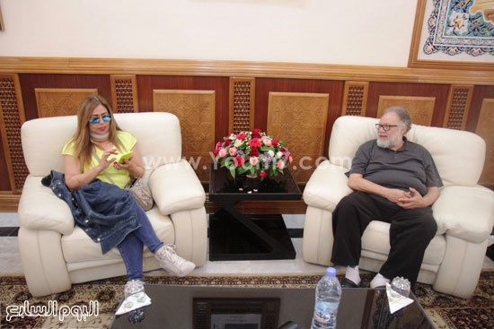 الفنانان يحيى الفخرانى وليلى علوى أثناء استقبالهما بالجزائر -اليوم السابع -6 -2015