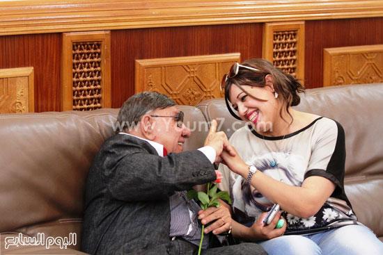 مفيد فوزى وإحدى الصحفيات الجزائريات -اليوم السابع -6 -2015
