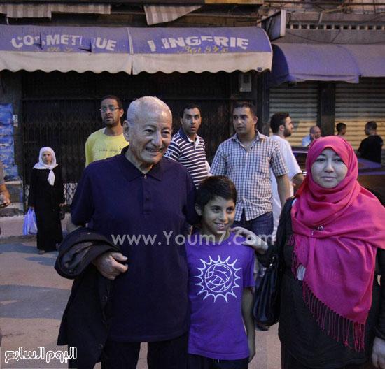 لحظة وصول محمد الأخضر حمينا برفقة محافظ المهرجان إبراهيم صديقى  -اليوم السابع -6 -2015