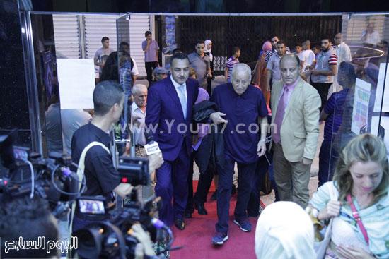 المخرج العالمى يلتقط صورا مع الجمهور الجزائرى  -اليوم السابع -6 -2015