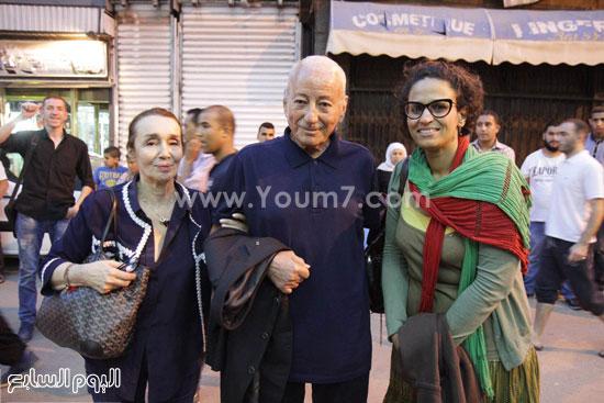 الصحفية المصرية نسرين الزيات مع المخرج العالمى محمد الأخضر حمينا وزوجته -اليوم السابع -6 -2015