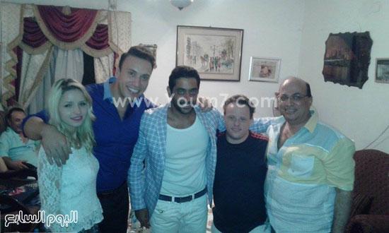 الفنان أحمد فلوكس والسيناريست محمد الباسوسى والمذيع محمد السماحى وزوجته ومازن السماحى -اليوم السابع -6 -2015