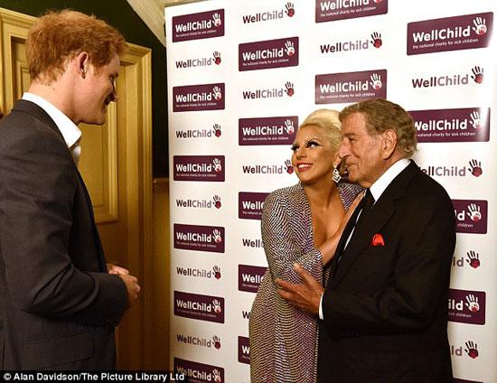 ليدى جاجا تقابل الأمير هارى..
