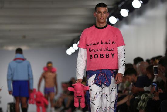عرض أزياء Bobby Abley بلندن (2)