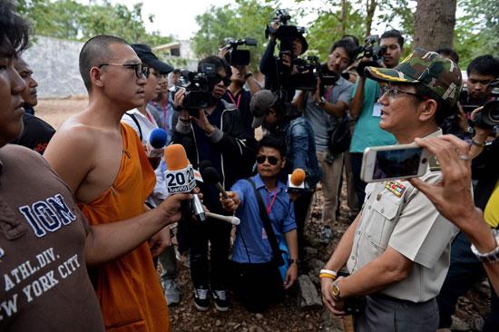 العثور على جثث 40 شبل نمر فى معبد بوذى فى تايلاند (14)