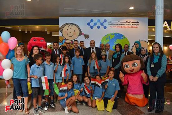 مطار الغردقة الدولى يحتفل باليوم العالمى للطفل (2)