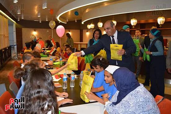 مطار الغردقة الدولى يحتفل باليوم العالمى للطفل (5)