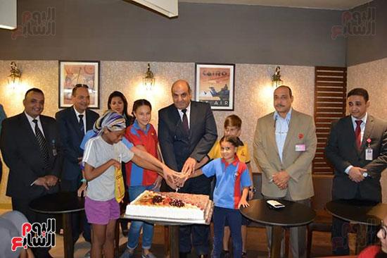 مطار الغردقة الدولى يحتفل باليوم العالمى للطفل (7)