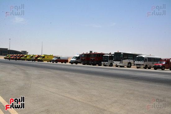 أيمن عبد المنعم محافظ سوهاج يشهد سيناريو الازمات بمطار سوهاج الدولى (2)