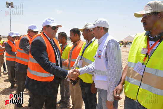 أيمن عبد المنعم محافظ سوهاج يشهد سيناريو الازمات بمطار سوهاج الدولى (4)
