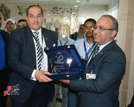 أيمن عبد المنعم محافظ سوهاج يشهد سيناريو الازمات بمطار سوهاج الدولى (6)