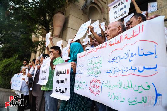 وقفة احتجاجية للاطباء (9)