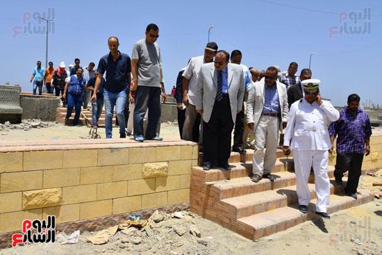 محمد عبد الظاهر محافظ الإسكندرية يتفقد أعمال تطوير منطقة بئر مسعود (1)