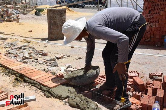 محمد عبد الظاهر محافظ الإسكندرية يتفقد أعمال تطوير منطقة بئر مسعود (3)