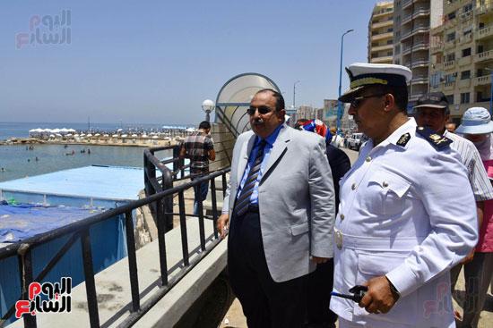 محمد عبد الظاهر محافظ الإسكندرية يتفقد أعمال تطوير منطقة بئر مسعود (11)
