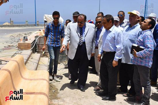 محمد عبد الظاهر محافظ الإسكندرية يتفقد أعمال تطوير منطقة بئر مسعود (6)