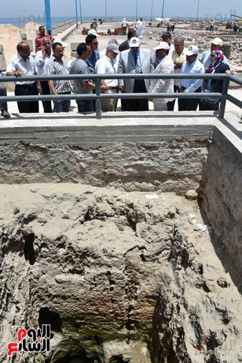 محمد عبد الظاهر محافظ الإسكندرية يتفقد أعمال تطوير منطقة بئر مسعود (8)