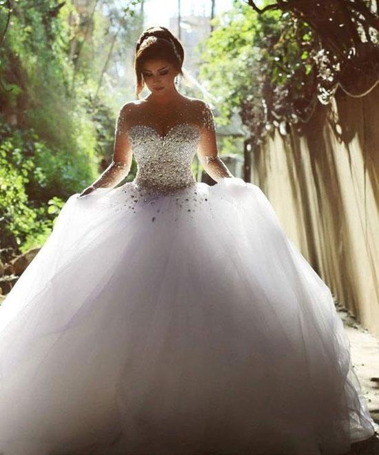 881a971c1e79e بالصور..فساتين زفاف تحولك لـ