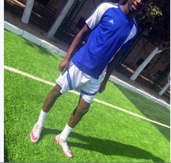 صورة-3--لاعبب-جولدى-يرتدى-حذاء-شيكابالا