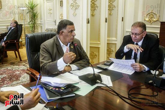 لجنة القوى العاملة (7)