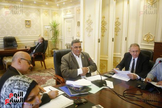 لجنة القوى العاملة (8)