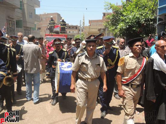 تشييع جثمان أمين شرطة بالدقهلية استشهد فى شمال سيناء (5)