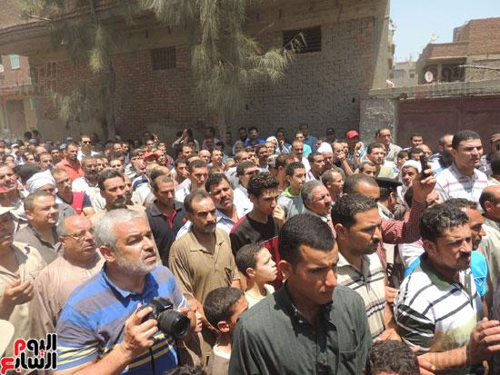 تشييع جثمان أمين شرطة بالدقهلية استشهد فى شمال سيناء (12)