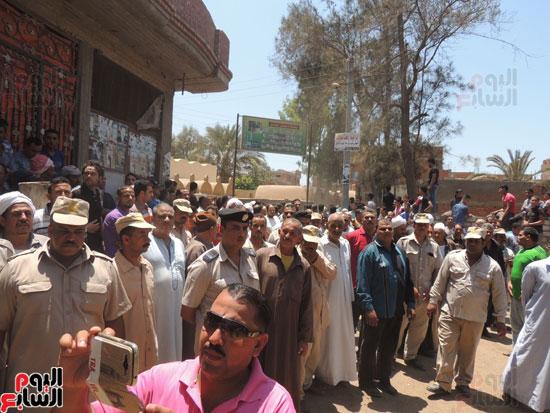 تشييع جثمان أمين شرطة بالدقهلية استشهد فى شمال سيناء (17)