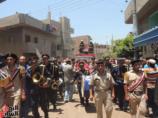 تشييع جثمان أمين شرطة بالدقهلية استشهد فى شمال سيناء (6)