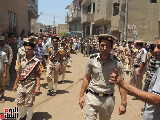 تشييع جثمان أمين شرطة بالدقهلية استشهد فى شمال سيناء (7)