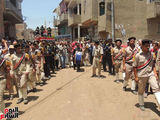 تشييع جثمان أمين شرطة بالدقهلية استشهد فى شمال سيناء (8)