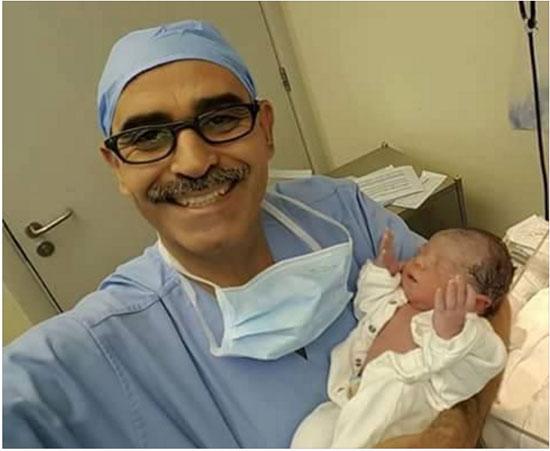 الطبيب والطفل المولود