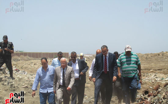 زيارة أحمد درويش نائب وزير السكان للمناطق العشوائية ببور سعيد (3)
