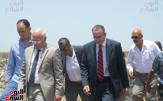 زيارة أحمد درويش نائب وزير السكان للمناطق العشوائية ببور سعيد (4)