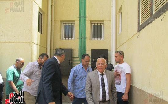 زيارة أحمد درويش نائب وزير السكان للمناطق العشوائية ببور سعيد (5)