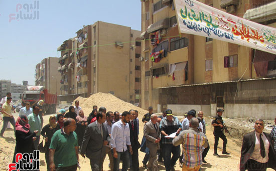 زيارة أحمد درويش نائب وزير السكان للمناطق العشوائية ببور سعيد (7)
