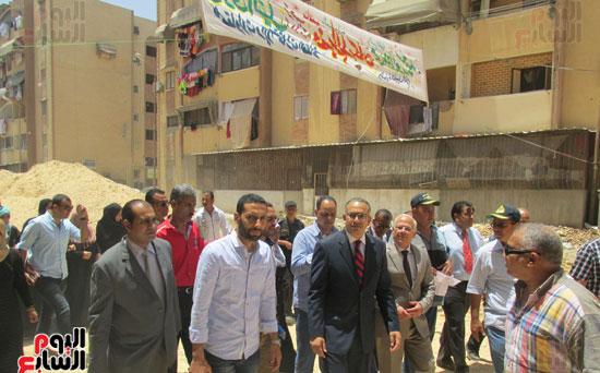 زيارة أحمد درويش نائب وزير السكان للمناطق العشوائية ببور سعيد (8)