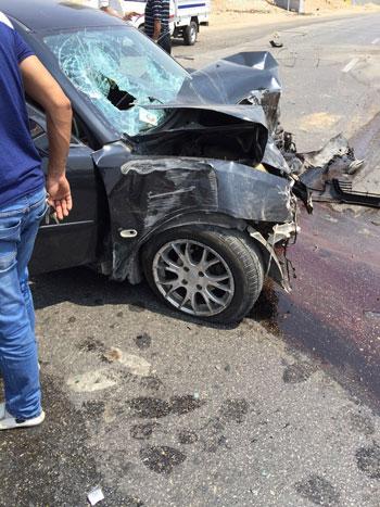 تصادم سيارتين بالطريق المؤدى إلى الصالة الموسمية بمطار القاهرة (3)