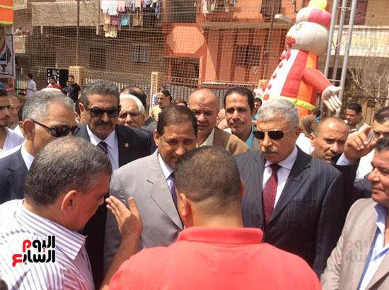محافظ الغربية يفتتح ملعبًا لكرة القدم بمركز شباب ميت حبيب فى سمنود (7)