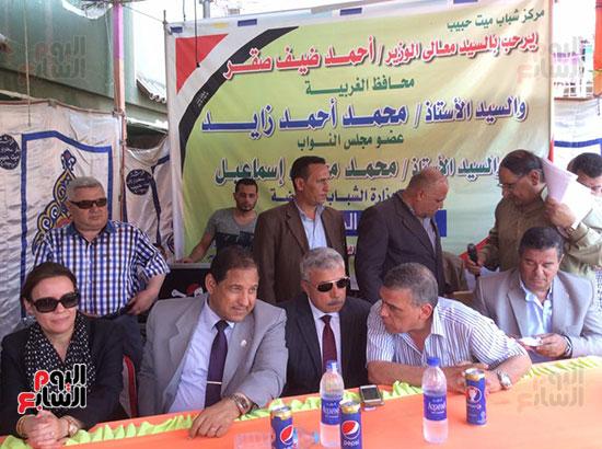 محافظ الغربية يفتتح ملعبًا لكرة القدم بمركز شباب ميت حبيب فى سمنود (8)