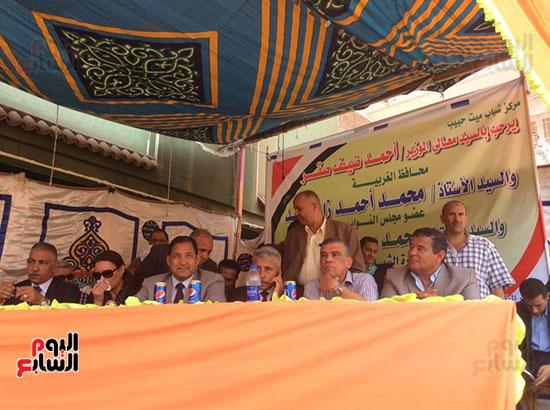 محافظ الغربية يفتتح ملعبًا لكرة القدم بمركز شباب ميت حبيب فى سمنود (9)