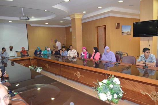 محافظ-كفر-الشيخ-يكرم-أوائل-الشهادة-الإعدادية-(3)