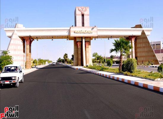 محافظ الأقصر محمد بدر (1)