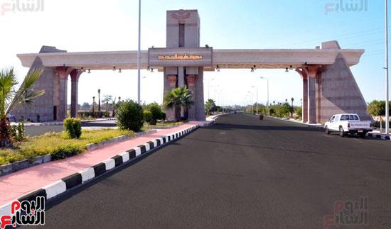 محافظ الأقصر محمد بدر (9)